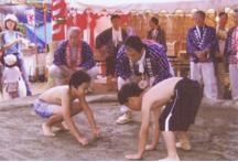 八幡神社での相撲の奉納