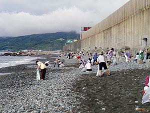 万年地区 海岸清掃